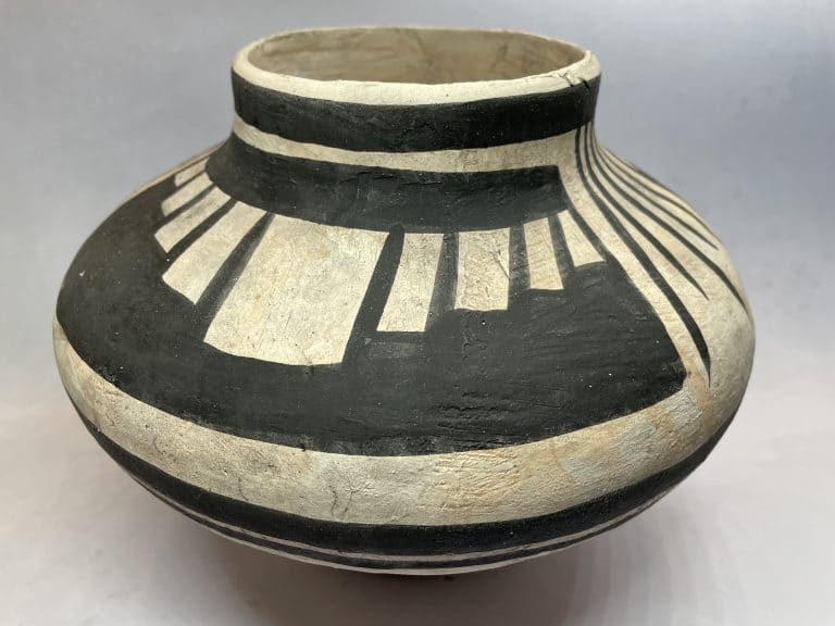 Anasazi pottery pot vessel
