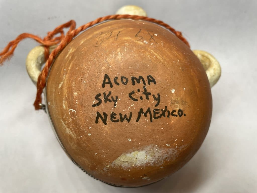 acoma sky city new mexico pottery signature